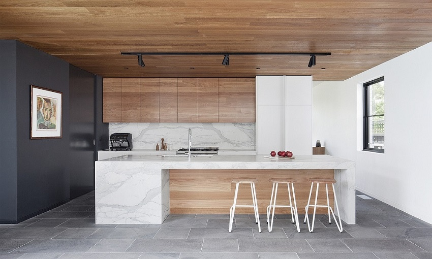 A thoughtful little kitchen